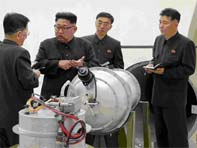 Kim Jong-un devant la bombe de la Corée du Nord